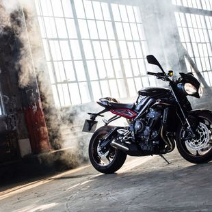 Thumb large 2017 triumph street triple unveiled fast facts preview 3 9154b0ab3c