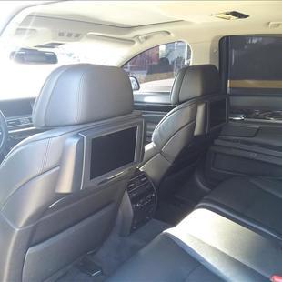 BMW 750I 4.4 Luxury Sedan V8 32V