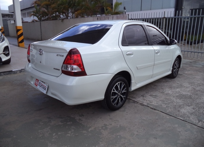 galeria Etios Sedan Platinum
