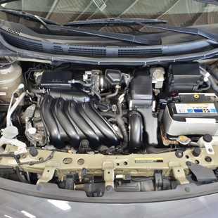 Nissan Versa SL 1.6 Manual