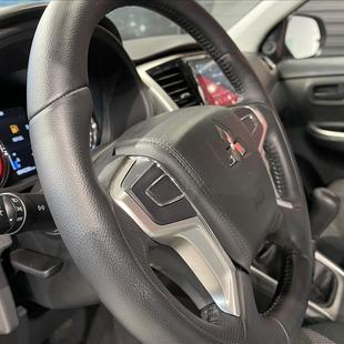 Mitsubishi L200 TRITON 2.4 16V TURBO DIESEL OUTDOOR GLX CD 4X4 MANUAL