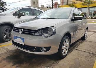 Volkswagen Polo Sedan 1.6 8V Flex 4P
